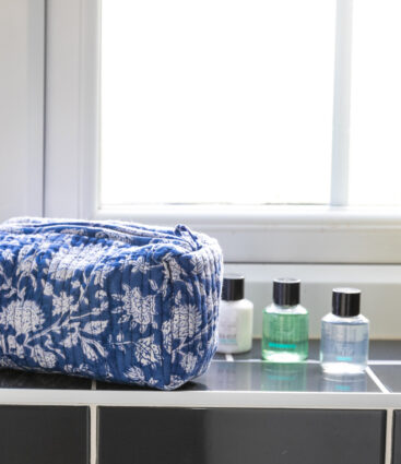 Eki Wash Bag In Blue
